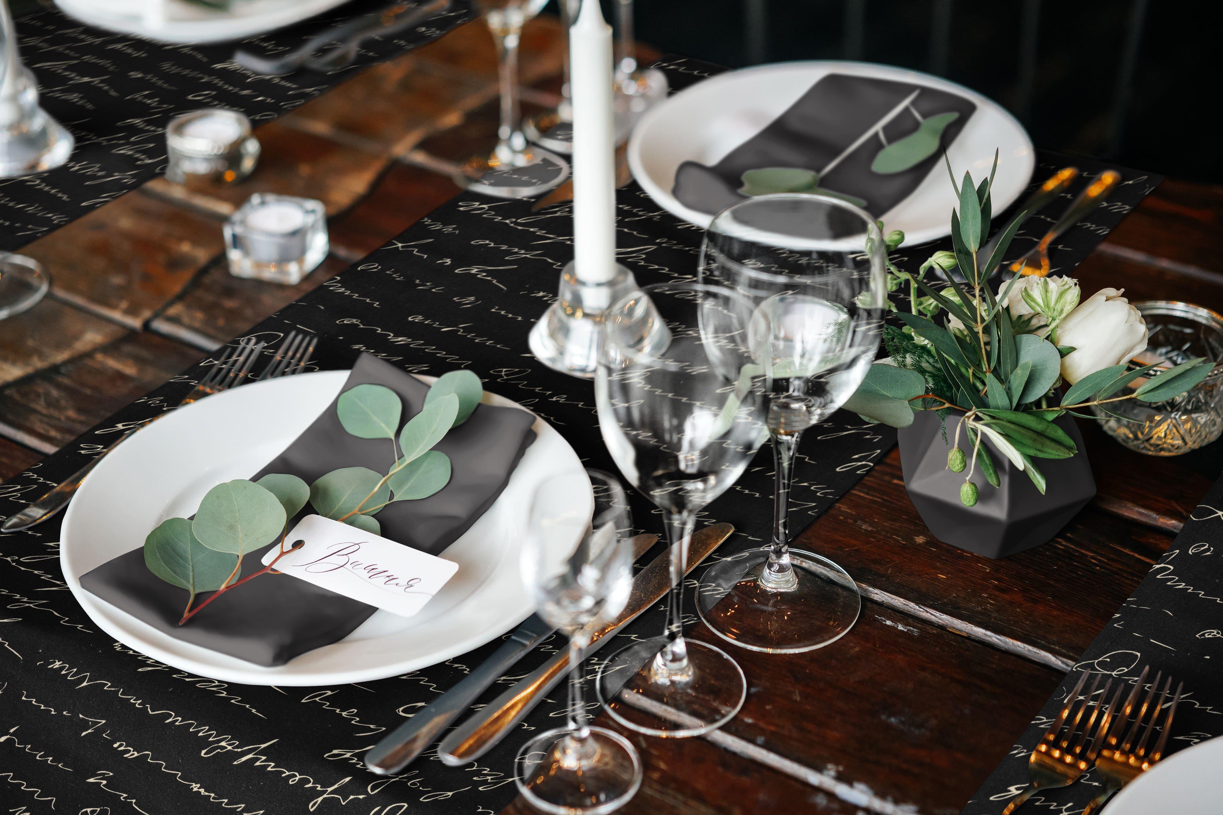 Bedruckter Tischläufer aus Leinen 'Scribble'